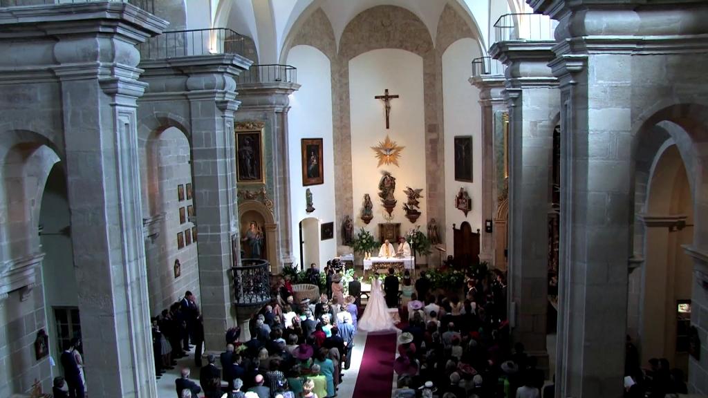 Desde el coro una de las cámaras graba la ceremonia